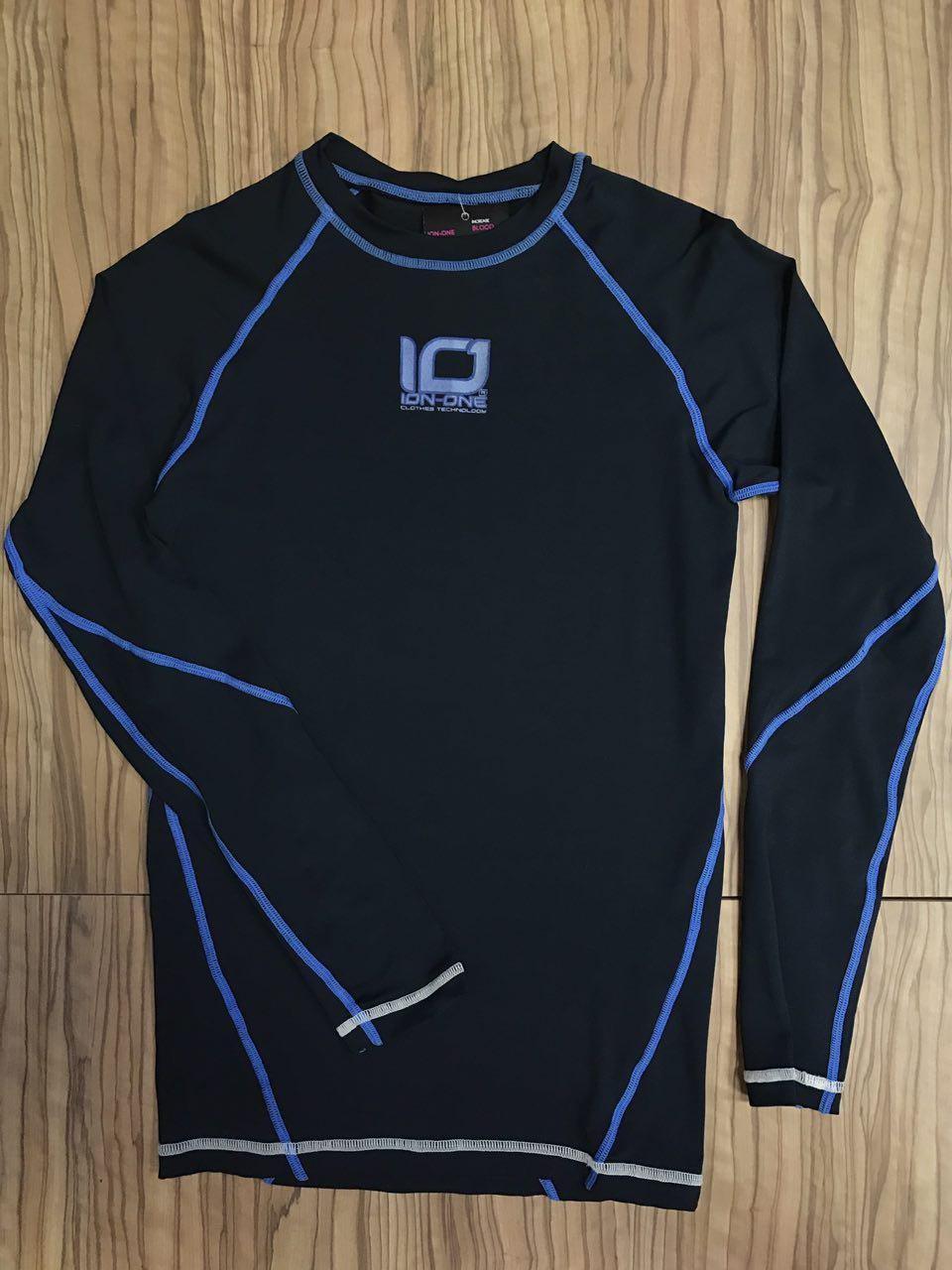 Camiseta Bioceramicas Ion One Negro Costura Azul